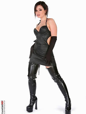 Tereza Gothic illusion shaved pussys s